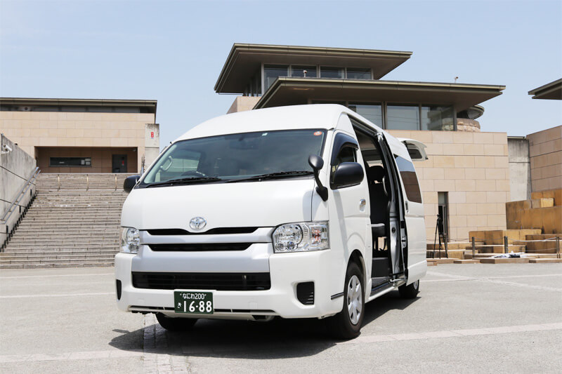 貸切バス旅行 トヨタハイエース 車内